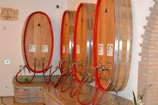 Weinproben im Weinkeller